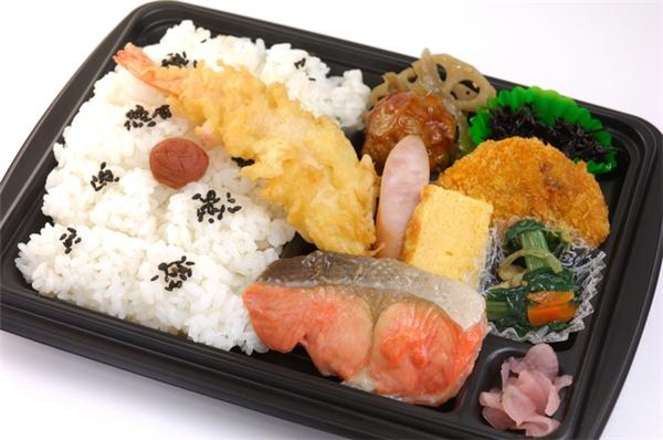 Makunouchi bento có thực đơn đa dạng, phù hợp với mọi nhu cầu ăn uống của thực khách.