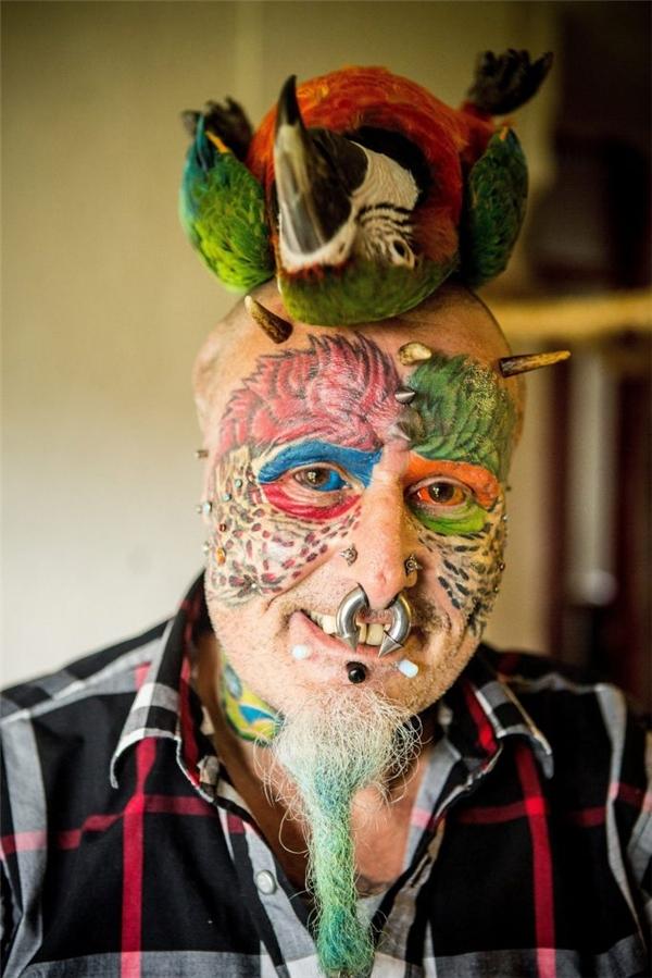 Ông dùng toàn bộ tiền lương hưu để phẫu thuật và vô cùng hạnh phúc với niềm đam mê của mình.