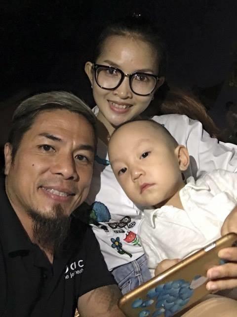 Su Hào chụp ảnh cùng bạn bè của bố Tuấn Hưng. - Tin sao Viet - Tin tuc sao Viet - Scandal sao Viet - Tin tuc cua Sao - Tin cua Sao