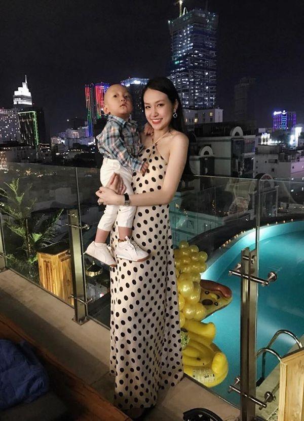 Hiện bà xã của Tuấn Hưng đang mang bầu bé thứ hai được 4 tháng. - Tin sao Viet - Tin tuc sao Viet - Scandal sao Viet - Tin tuc cua Sao - Tin cua Sao