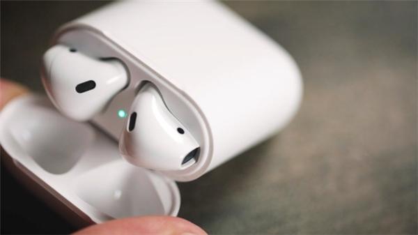 Apple cần thêm thời gian để hoàn thiện mẫu tai nghe không dây Airpods. (Ảnh: internet)