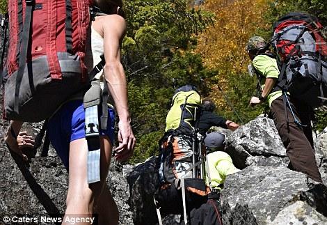 Nghẹt thở với bộ ảnh thử thách thần kinh chụp ở độ cao gần 1.000m