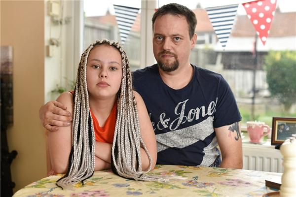 Anh chàng tuyên bố sẽ cho con gái tiếp tục để kiểu tóc này.
