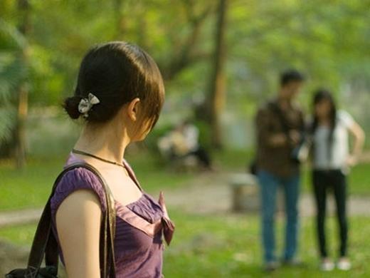 Cô gái đau lòng phát hiện bạnthân và người yêu phản bội. (Ảnh minh họa)