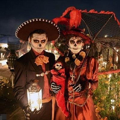 Du khách được tận hưởng không khí sôi động tại điểm chơi lễ hội Halloween sôi động bậc nhất ở châu Á mà không phải lúc nào bạn cũng có cơ hội.