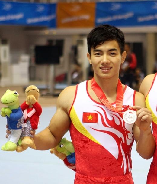 Với ngoại hình nam tính, điển trai,Phạm Phước Hưng đã được báo chíĐông Nam Á bầu chọn vào Top10 VĐV Hot boy của Đông Nam Á.