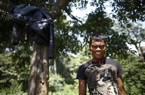 Hít keo độc- cách những đứa trẻ lang thang ở Nepal quên đi cái đói