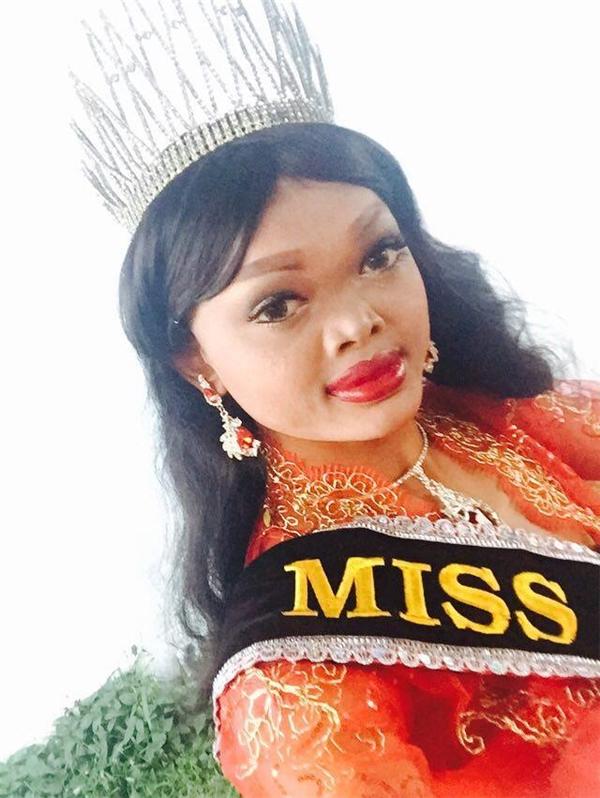 Cô nànggây tranh cãi khibất ngờ giành ngôi vị cao nhất của một cuộc thi sắc đẹp dành cho người chuyển giới tại Thái Lan.