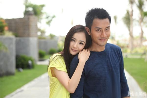 Thông tin về việc Dương Mịch và Lưu Khải Uy li hôn liên tục được các báo chí đăng tải trong thời gian gần đây.