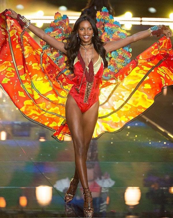 Thiên thần diện áo lót triệu đô của Victoria's Secret 2016 là ai?