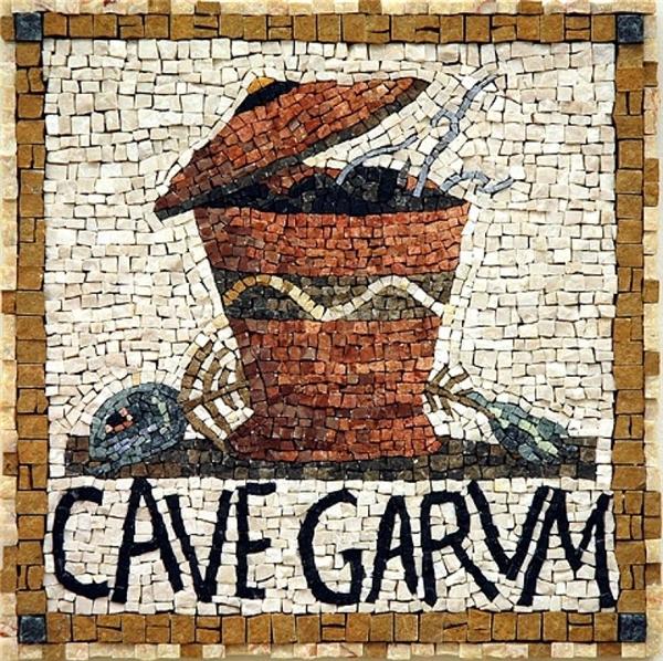 Đây là một tấm khảm khai quật được từ phần nền một cửa hiệu bán garum ở Pompeii, thành phố bị núi nửa chôn vùi vào năm 79 sau CN, cho thấy nước mắm đã trở nên phổ biến như thế nào vào thời đó.