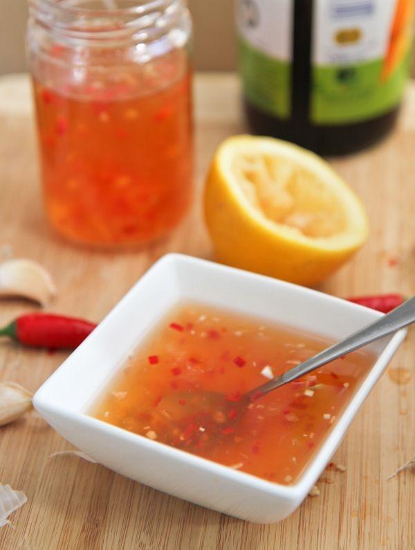 Chén nước mắm ớt tỏi điển hình của người Việt.