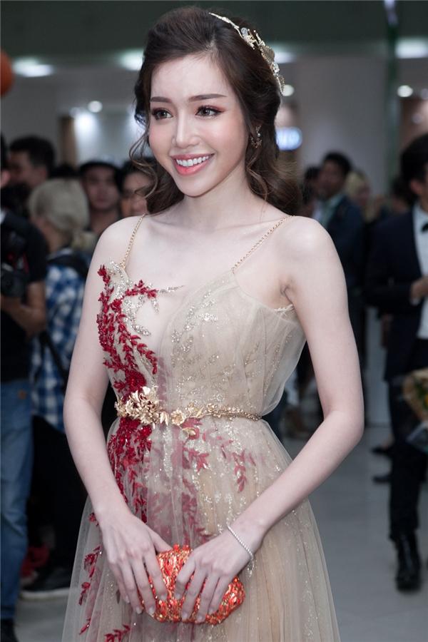 """""""Bà mẹ hai con"""" Elly Trần gợi cảm với chiếc váy hai dây lấp lánh, rạng rỡ tại buổi ra mắt bộ phim - Tin sao Viet - Tin tuc sao Viet - Scandal sao Viet - Tin tuc cua Sao - Tin cua Sao"""