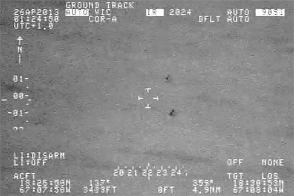 Rò rỉ clip UFO bay lượn, tách làm đôi rồi biến mất trên biển