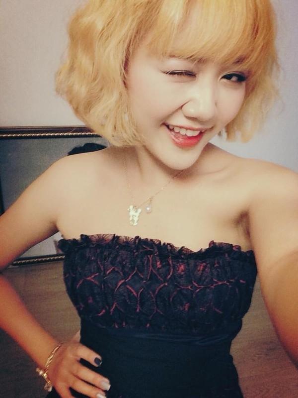 Kiểu tóc nhuộm vàng đều khiến Hoàng Yến, Văn Mai Hương trông già dặn hơn thực tế.