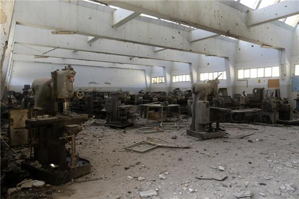 Nhiều phòng học trong trường tan hoang, đổ nát sau các vụ đụng độ.