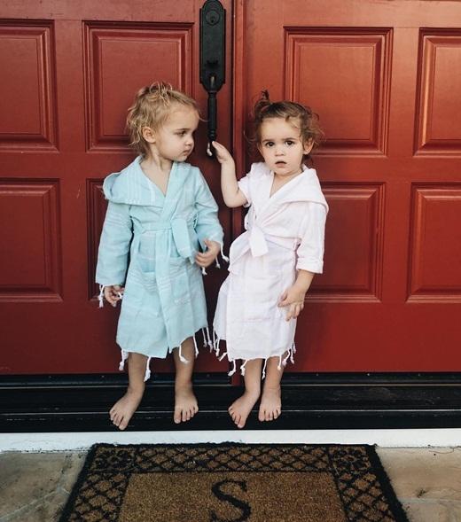 Với những hình ảnh đáng yêu này,Emma và Mila đang làm mưa làm gió trên Instagram.