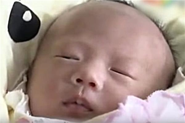 Chị Lin đã từ bỏ điều trị ung thư để giữ lại em bé.