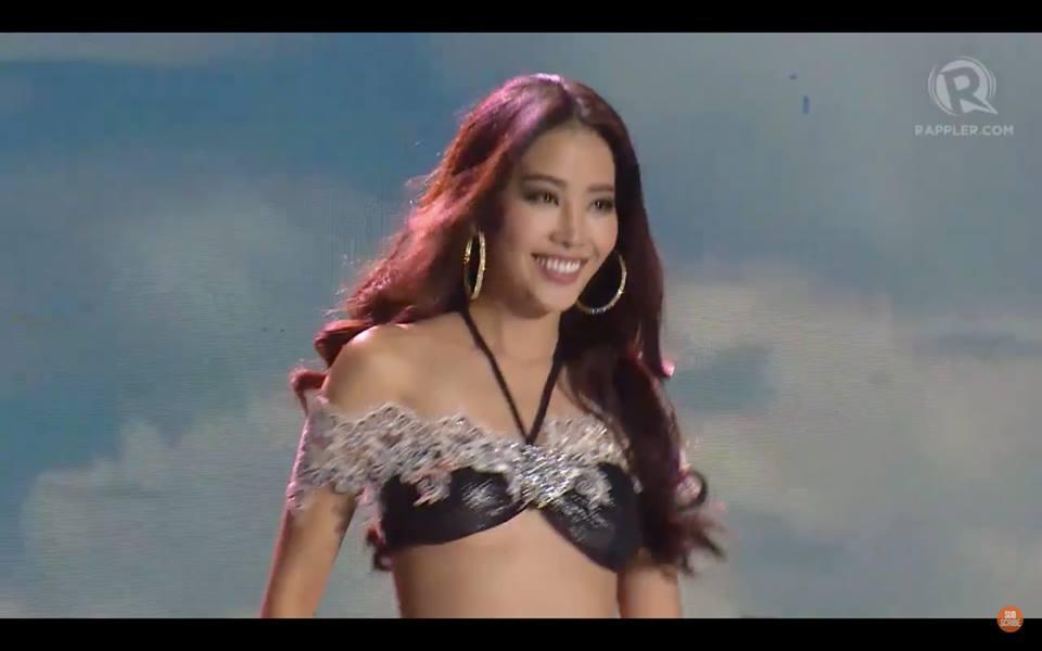 Nam Em trình diễn bikini.