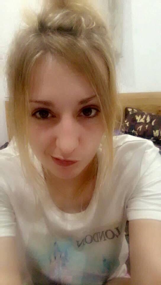Sở hữu đôi mắt đen, to tròn cùng mái tóc vàng óng bắt mắt, cô giáoImogennhanh chóng nhận được sự chú ý từ cư dân mạng.(Ảnh: FBNV)