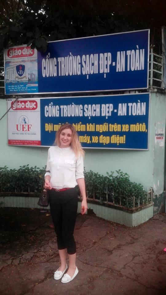 Đây chính là cô giáo Tây đốn tim học sinh Việt bằng nụ cười tỏa nắng