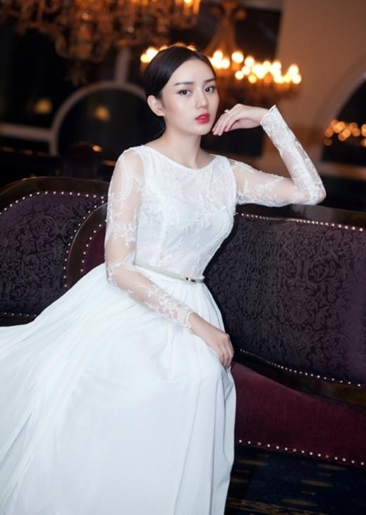 Angela Minh Châu là một trong những teen girl đầu tiên thừa nhận mình đã trải qua phẫu thuật thẩm mĩ.