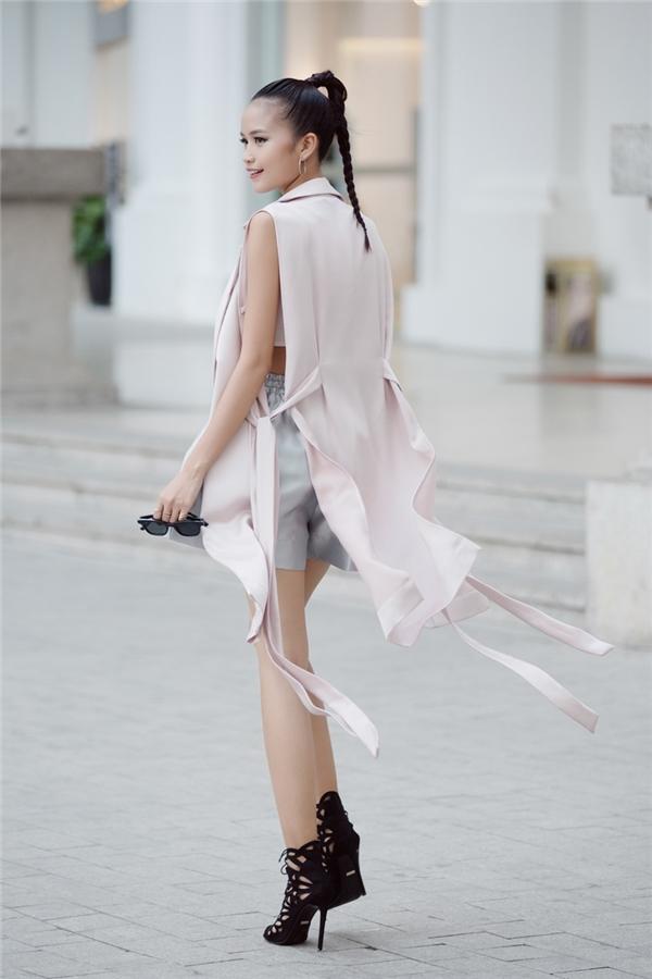 Diện street style đối lập, Nguyễn Oanh hay Ngọc Châu nổi bật hơn?