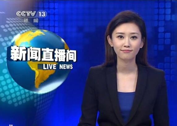 Cô dẫn chương trình thời sự trực tiếp Live Newsphát sóng lúc 3 giờ sáng.