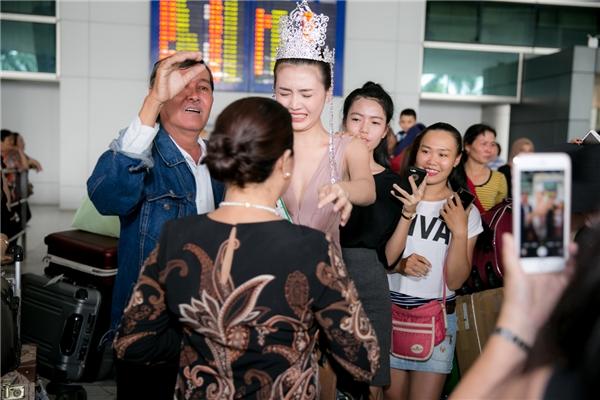 Ngay khi gặp ba mẹ, Ngọc Duyên òa khóc bởi đã hoàn thành ước mơ từ bé. Ba mẹ của Ngọc Duyên cũng không ngần ngại ôm hôn con gái. Sự thành công của Giải đồng Siêu mẫu Việt Nam 2015 tại cuộc thi cũng chính nhờ một phần ủng hộ và động viên rất lớn từ gia đình cô.
