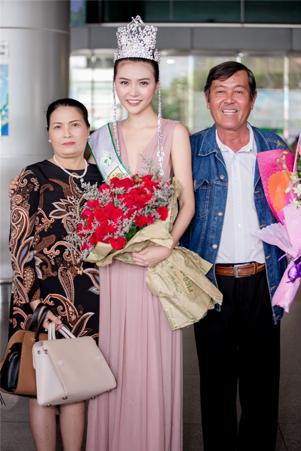 Cha mẹ Ngọc Duyên cho biết con gái thích ngành sân khấu điện ảnh, dù không đủ điều kiện nhưng vẫn cố gắng để con thực hiện được ước mơ.