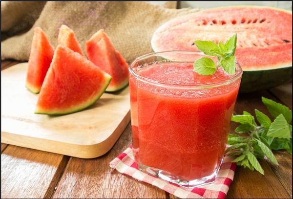 Không nên ăn dưa hấu khi bị viêm, loét miệng.