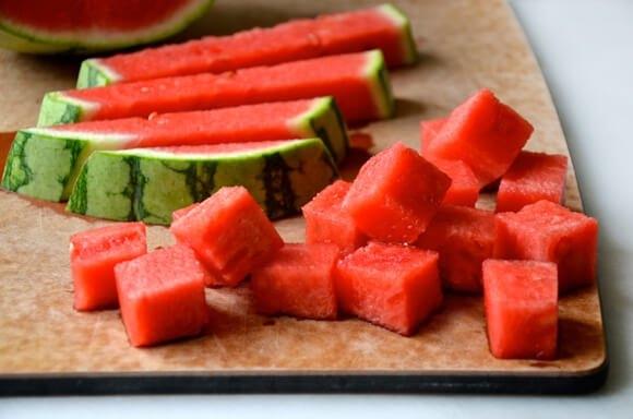 Trái cây nói chung và dưa hấu nói riêng không nên dùngtrước và ngaysau khi ăn.