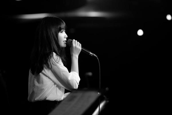 Việc trở nên nổi tiếng đã mở ra cho Jang Mi nhiều cơ hội để thể hiện niềm đam mê cũng như trau dồi kĩ năng thanh nhạc của mình.