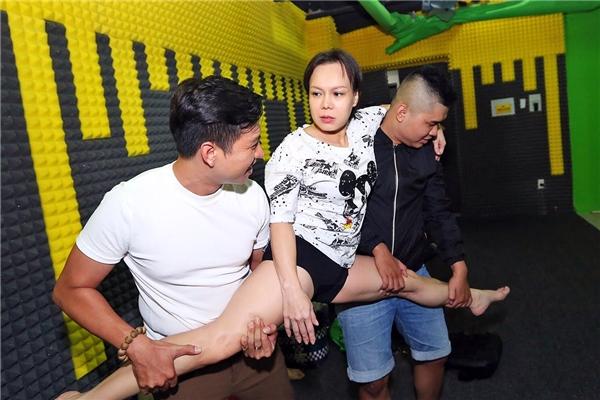 Việt Hương diện quần short, áo thun tập luyện cho Hương Show - Tin sao Viet - Tin tuc sao Viet - Scandal sao Viet - Tin tuc cua Sao - Tin cua Sao
