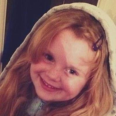 Dù 6 tuổi nhưng cô bé đã trình bày rất rõ tình trạng bệnh của mẹ với bác sỹ khiến họ ngạc nhiên.