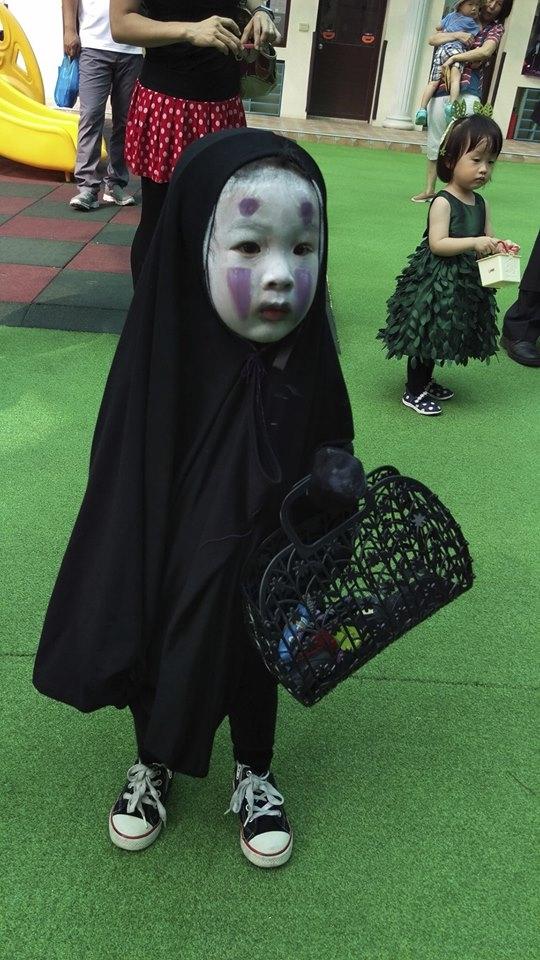 Đây là em bé hóa trang Vô Diện đáng yêu hot nhất MXH Halloween này