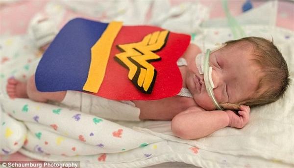 Halloween đặc biệt nhất của những đứa trẻ sơ sinh tại bệnh viện