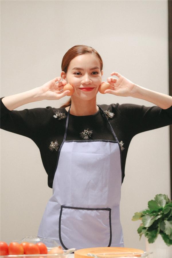 Fans thích thú với hình ảnh giản dị, yếu đuối đời thường của Hà Hồ - Tin sao Viet - Tin tuc sao Viet - Scandal sao Viet - Tin tuc cua Sao - Tin cua Sao