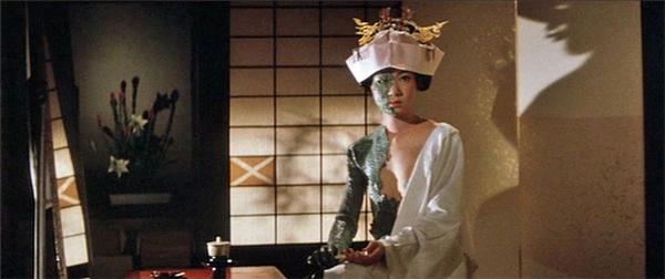 Điển tích về Nure-onna từng được lấy làm đề tài chính cho một vàibộ phim kinh dị Nhật.