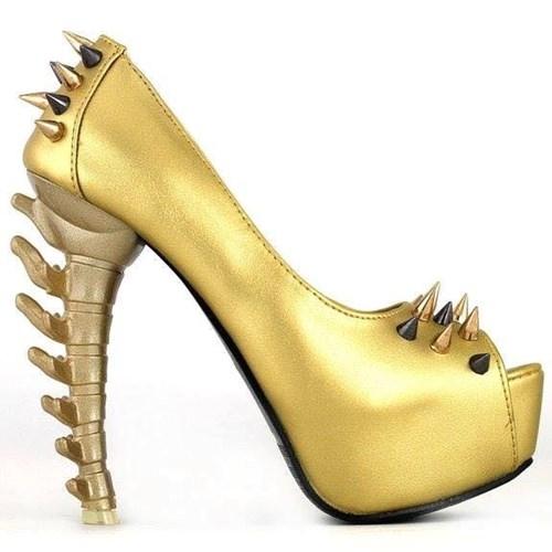 Mẫu giày cao gót khác với phần gót sáng tạo từ xương sống con khủng long.