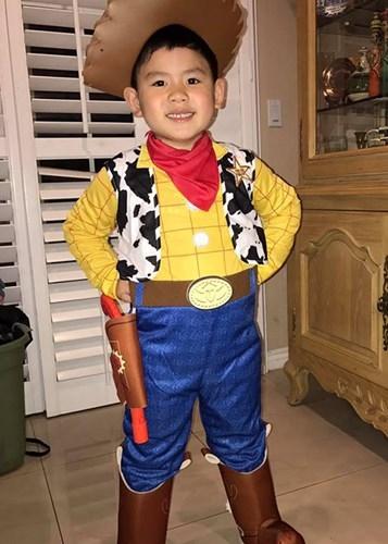Bé Kenzi - cậu con trai út nhà Bằng Kiều chọn hóa thân thành chàng cao bồi Lucky Luke. - Tin sao Viet - Tin tuc sao Viet - Scandal sao Viet - Tin tuc cua Sao - Tin cua Sao