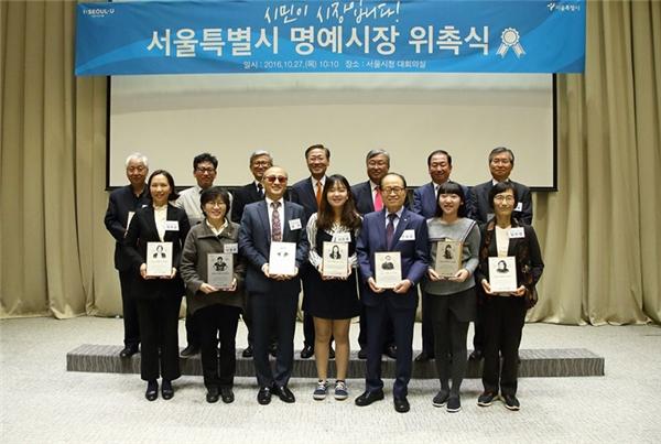 Chị Cẩm cùng 13 Thị trưởng Danh dự khác sẽ đóng vai trò là đại diện và cầu nối giữa những cộng đồng người khác nhau và chính quyền thành phố Seoul.