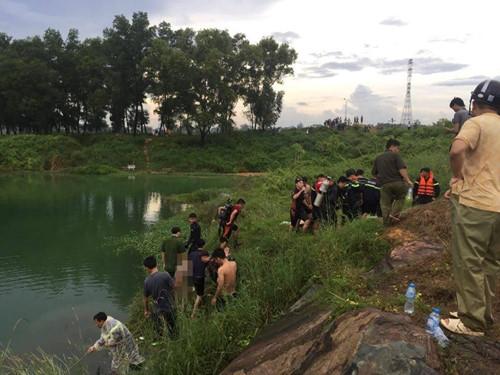 Rủ nhau ra Hồ Đá bơi, 1 người chết, 4 người bị mắc kẹt