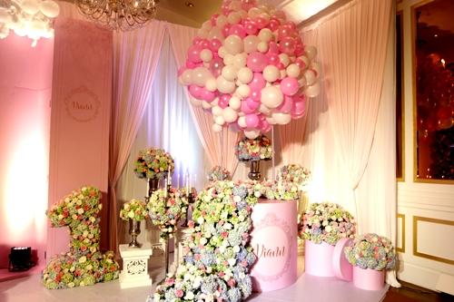 """Bữa tiệc được tổ chức với hai màu chủ đạo là hồng và trắng, với dòng chữ """"Princess Viann"""" (Công chúa Viann) được in đậm nhiều nơi. - Tin sao Viet - Tin tuc sao Viet - Scandal sao Viet - Tin tuc cua Sao - Tin cua Sao"""