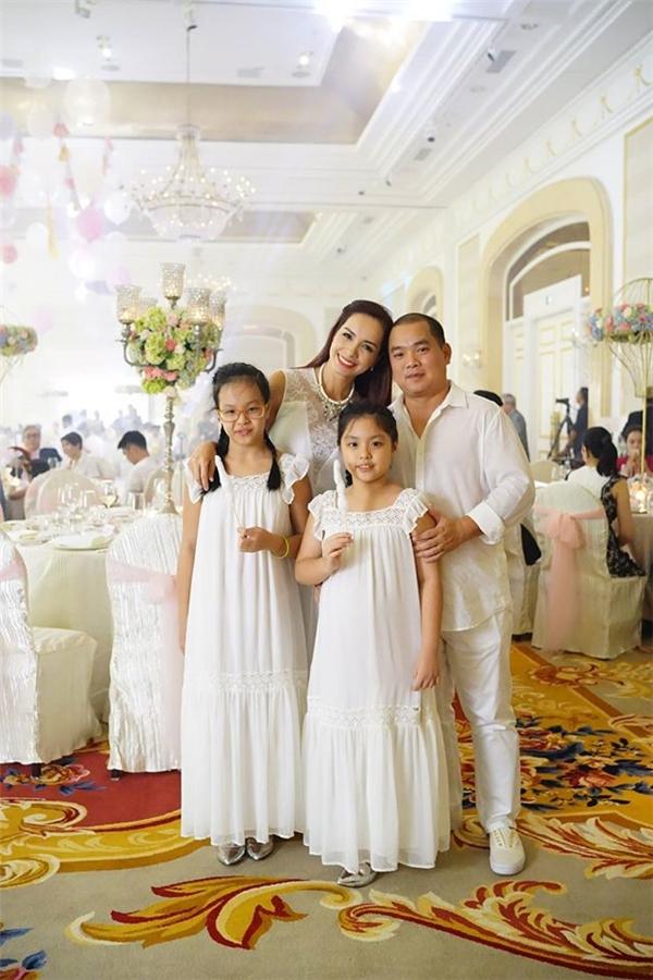 Gia đình Bình Minh, Trương Ngọc Ánh dự thôi nôi con gái Hà Kiều Anh - Tin sao Viet - Tin tuc sao Viet - Scandal sao Viet - Tin tuc cua Sao - Tin cua Sao