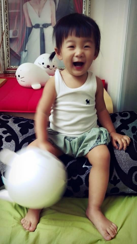 Hiện nay cô bé Meng Meng chỉ mới 2 tuổi rưỡi.
