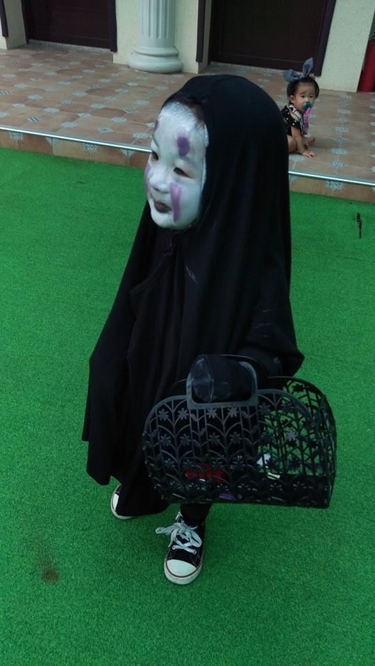 Lộ diện danh tính của em bé Vô Diện đáng yêu làm náo loạn Halloween