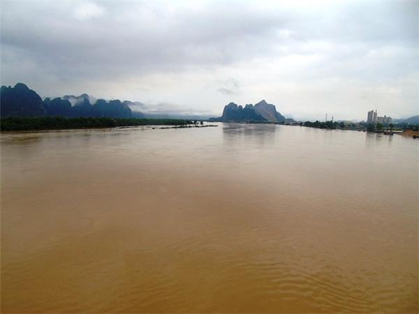 Sau cơn mưa, nước ngập ở nhiều nơi.