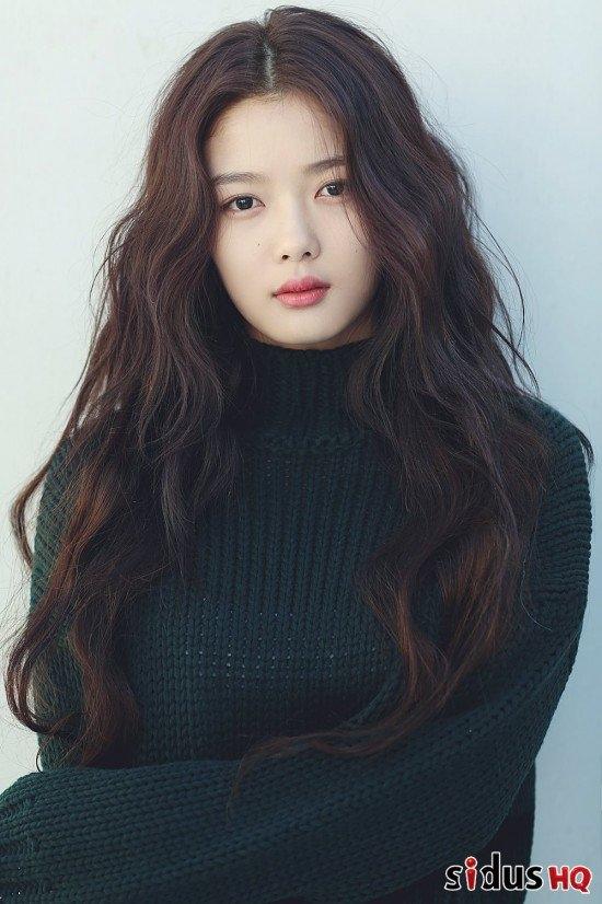 Với kiểu tóc này, bạn gái có thể nhuộm màu nâu đất để gợn tóc trôngcuốn hút hơn.