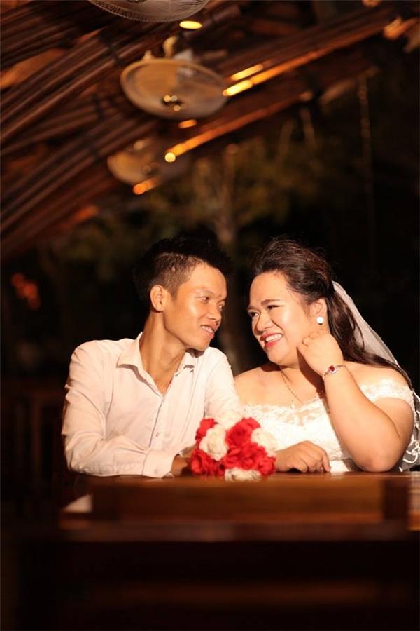 Mặc cho chênh nhau tới 30kg nhưng cặp đôi vẫn vô cùng hạnh phúc.